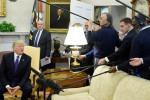 Trump gazeteciyi azarlayıp, kovdu