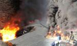 Borçka'da tanker devrilip yandı