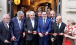 Londra'daki Simit Sarayı'nı Başbakan Yıldırım açtı