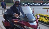Kenan Sofuoğlu yemin törenine motosikletiyle geldi