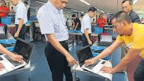 Havalimanlarında laptop kontrol kuyruğu