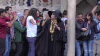 Diva Balıklıgöl'de dua etti, izdiham yarattı
