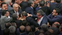 Meclis'te yaşanan büyük kavga kamerada