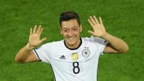Mesut Özil, Almanya'da yılın futbolcusu