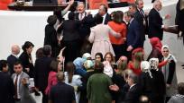 Kelepçeli protesto sonrası Meclis'te arbede çıktı