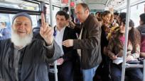 Toplu taşımada yaşlılara yer vermeyin