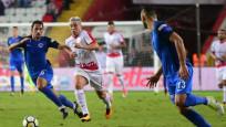 Antalyaspor, Kasımpaşa'yı 2-1'le geçti