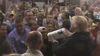 Donald Trump halka kağıt havlu attı