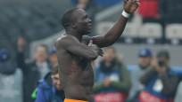 Aboubakar Beşiktaş taraftarlarına 3'lü çektirdi