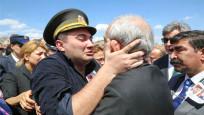 Şehit Oğlu, Kılıçdaroğlu'na Sarıldı: Babam Seni Çok Severdi