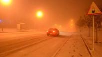 Eskişehir'de kar yolları kapadı