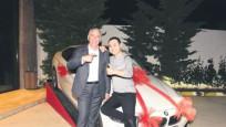 Serdar Ortaç'a 300 bin liralık otomobil hediye ettiler