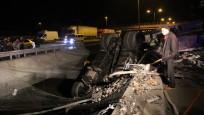 TEM'de korkunç kaza! TIR asılı kaldı