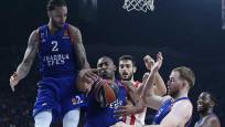 Anadolu Efes dörtlü final biletini Pire'ye bıraktı