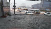 İstanbul'daki sağanak yağış sosyal medyayı salladı