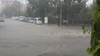 İstanbul'da hayatı felç eden sel felaketinden yeni görüntüler
