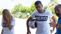 Hero tişörtü giyen çifte gözaltı