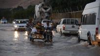 Nusaybin'de içme suyu şebekesi patladı, yollar sular altında