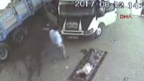 Yere kilim serip uyuyan kamyon sürücüsünün üzerinden kamyonet geçti
