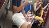 Metroda kadın köpeğini ısırdı! İşte o akıl almaz görüntüler