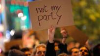 Naziler parlamentoda... Protestolar sokağa taştı
