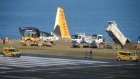 Pistten çıkan uçak 1.5 metre daha denize kaydı
