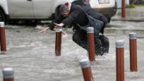 İzmir'de fırtına! Denizle kara birleşti