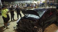 Rio'da araç kalabalığın arasına daldı... Çok sayıda yaralı var