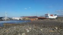 Zonguldak'ta yük gemisi karaya oturdu