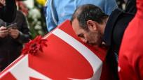 Türk bayrağını öpen Leonidis görevinden alındı