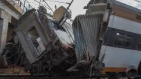 Yolcu treni raydan çıktı: 17 ölü