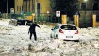 Roma'da dolu yağışı sonrası dev buz kütlesi