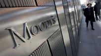 Moody's bir ülkenin notunu bir ülkenin de görünümünü düşürdü