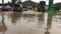 Sağanak yağış hayatı olumsuz etkiliyor