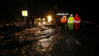 Antalya'da kuvvetli yağış yaşamı felç etti