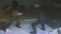 Kuyumcu silahlı soyguncuyu etkisiz hale getirdi