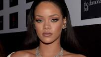 Rihanna isyan etti: Kendinizden utanın!