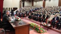 Orgeneral Akar'dan rektörlere konferans