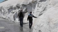 Nisan sonunda kar kalınlığı 2 metre