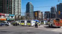 Toronto'da minibüs yayaların arasına daldı