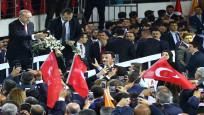 Erdoğan'ın seçim beyannamesini açıkladığı toplantıdan dikkat çeken kareler