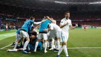 Real Madrid kupayı kaldırdı