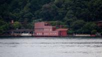 Boğaz'da geminin çarptığı yalıya fotoğraflı kamuflaj