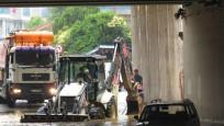 İstanbul'da yağmur su baskınına neden oldu