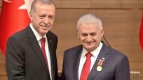 Başkan Erdoğan, Binali Yıldırım'a Devlet Şeref Madalyası taktı