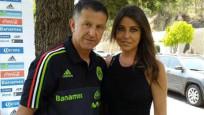 Ünlü teknik direktör maça hem eşi hem sevgilisini getirmiş
