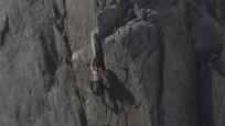 İsviçreli dağcı ekipmansız 4 bin 208 metrelik sarp kayalığa tırmandı