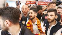 Galatasaray'ın yeni yıldızı Emre Akbaba İstanbul'da
