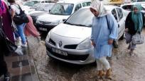 Erzurum'da yağış hayatı olumsuz etkiledi