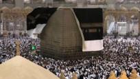 Mekke'de fırtına! Kabe'nin örtüsü uçtu